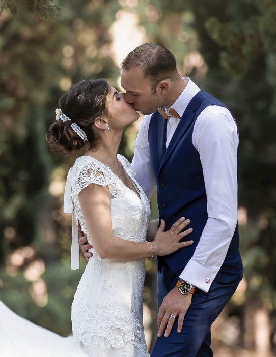 Séance photo de couple mariage au Mas Pougnadoresse à Aramon dans le Gard par Azémard Stéphanie photographe